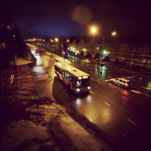 Linja-autossa on tunnelmaa, linja-autossa yhteys katkeaa